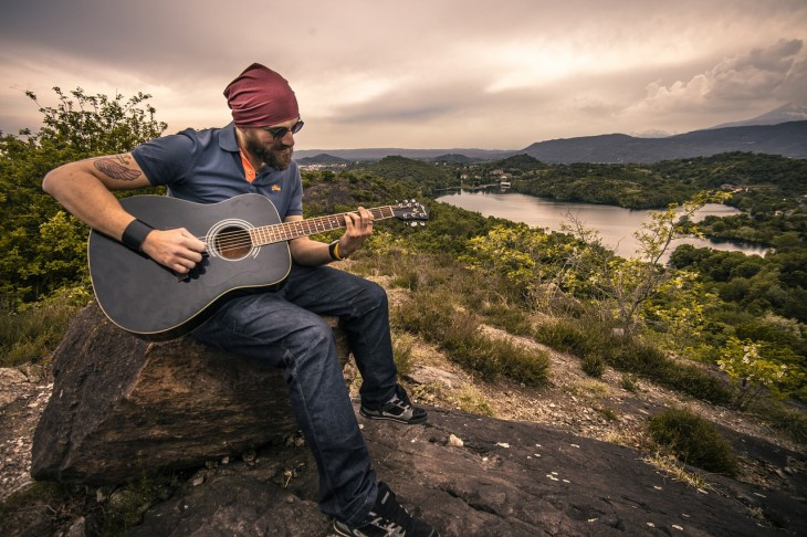 guitarrista-música-streaming-spotify