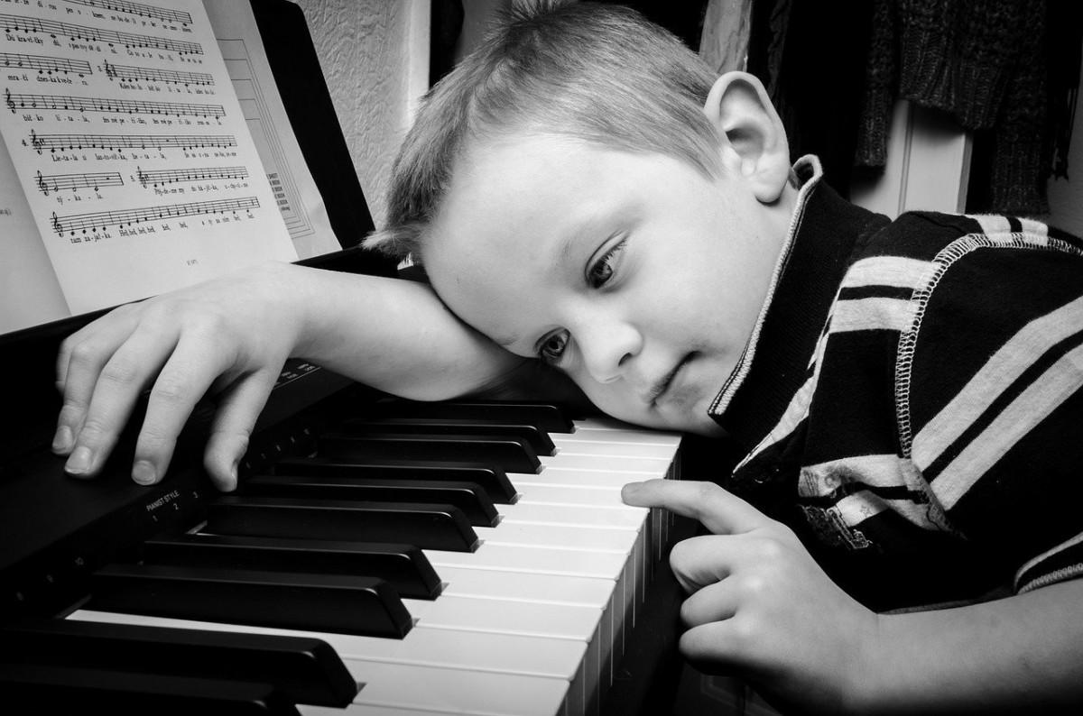 niño-escuchar-jazz-beneficios