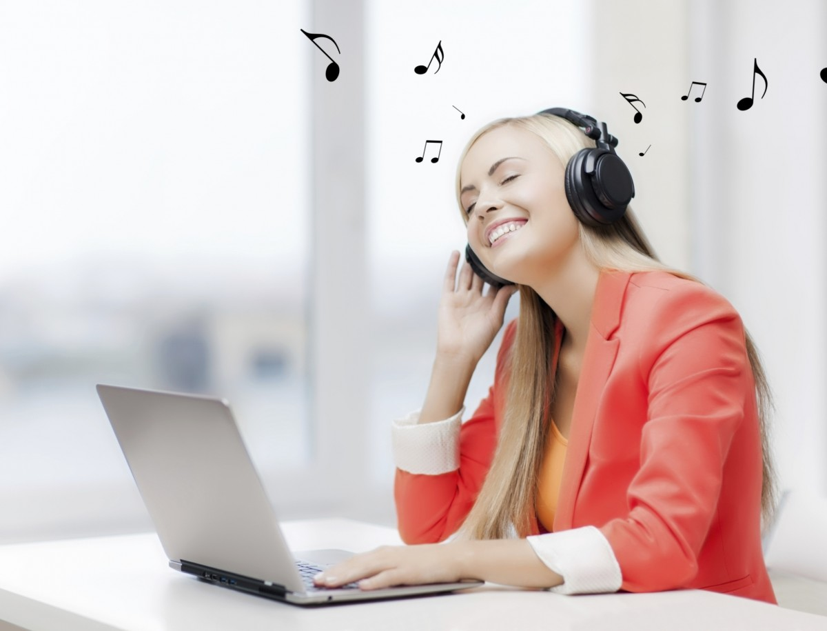 escuchar musica trabajo felicidad