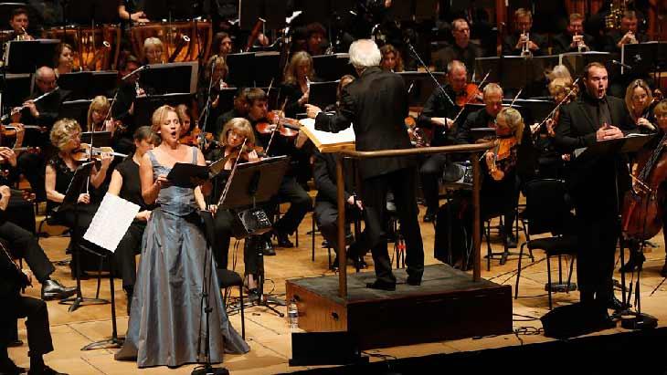 cantante-opera-orquesta