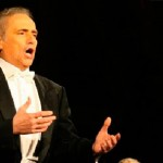 ¿Por qué oímos a un cantante de ópera más fuerte que a una orquesta?